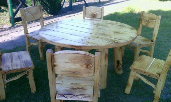 Podpalany zestaw mebli stół i krzesła