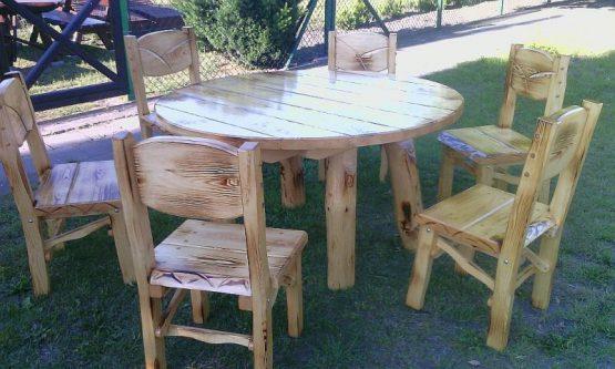 Krzesła ogrodowe i stół